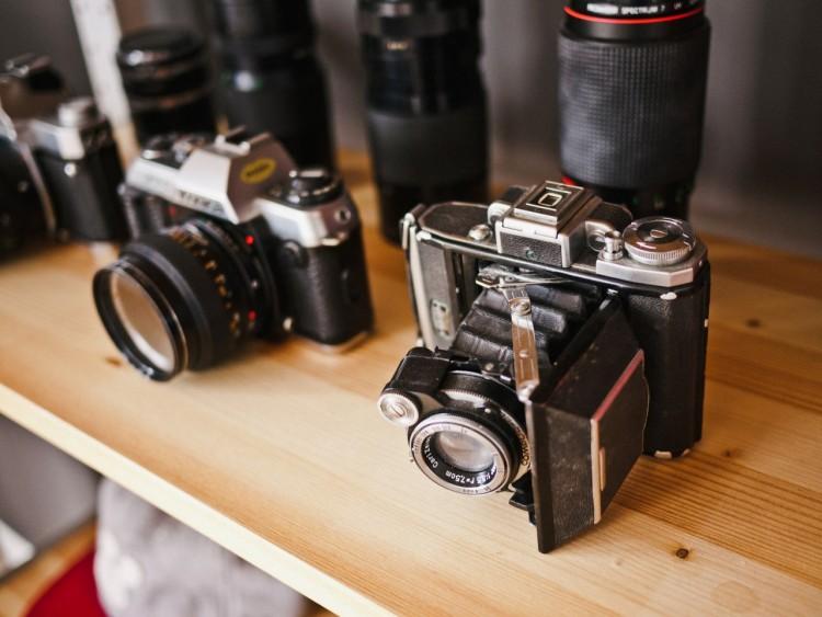 analog-camera-cameras-photographer-3907